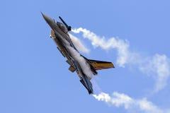 Luqa, Мальта - 27-ое сентября 2015: Дисплей F-16 Стоковые Фото