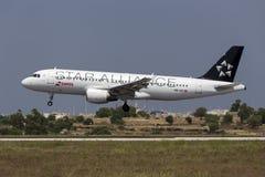 Luqa 10 Augusti 2015: Swissair A320 Arkivbilder