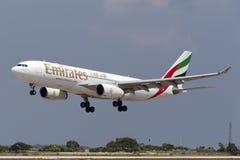 Luqa, il 10 agosto 2015: Emirati A330 Fotografia Stock Libera da Diritti