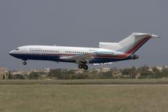 Luqa Malta, 21 April 2008: Boeing 727 landning Royaltyfria Bilder