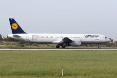 Luqa Malta 18 April, 2015: Lufthansa flygbuss A321-231 som ställer upp landningsbana 31 Fotografering för Bildbyråer