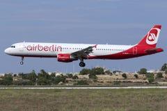 Luqa Malta 16 Augusti, 2015: Air Berlin A321 Royaltyfria Foton