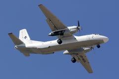 Luqa Malta, 29 2015 Czerwiec: Antonov 26 finałów pas startowy 31 Obraz Stock