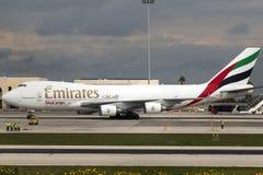 Luqa, Malta 12 de febrero de 2015: Emiratos 747 en el delantal 9 Imagen de archivo libre de regalías