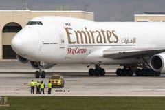 Luqa, Malta 12 de fevereiro de 2015: Emirados 747 no avental 9 Imagens de Stock