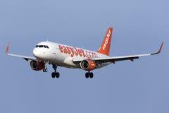 Luqa, Malta 9 de julho de 2015: Aterrissagem de Easyjet A320 Imagem de Stock