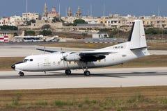 Luqa, Malta 21 de junio de 2005: Aterrizaje de Fokker 27 Imagen de archivo