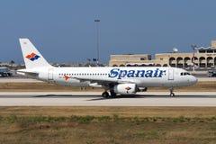 Luqa, Malta - 6 de junio de 2005: Spanair A320 Imágenes de archivo libres de regalías