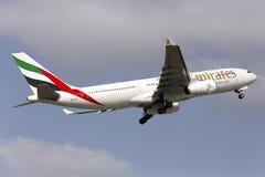 Luqa, Malta 21 de março de 2015: Os emirados A330 decolam Emirados Airbus A330 Fotos de Stock