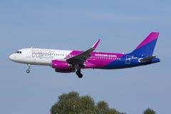 Luqa, Malta - 11 de novembro de 2015: Aterrissagem A320 Fotos de Stock