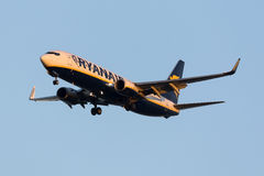 Luqa, Malta - 11 de noviembre de 2015: 737 que aterrizan Imagen de archivo libre de regalías