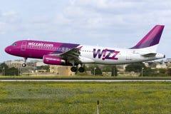 Luqa, Malta - 28 de noviembre de 2015: Wizz A320 Foto de archivo libre de regalías
