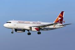 Luqa, Malta 5 de octubre de 2015: Aterrizaje A320 Foto de archivo libre de regalías