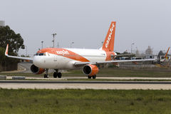 Luqa, Malta - 20 de outubro de 2015: Airbus A320 pronto para a decolagem Foto de Stock