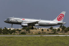 Luqa, Malta 8 de outubro de 2015: Aterrissagem A320 Fotografia de Stock