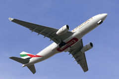 Luqa, Malta - 19 de outubro de 2015: Emirados A330 Fotografia de Stock Royalty Free
