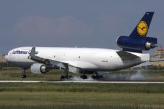 Luqa, Malta 23 de septiembre de 2009: Aterrizaje de MD-11F Imagen de archivo libre de regalías