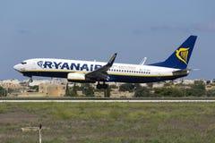 Luqa, Malta - 10 de septiembre de 2015: Ryanair 737 Fotografía de archivo libre de regalías
