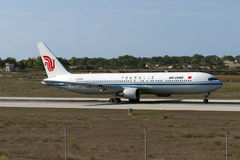 Luqa, Malta 20 de setembro de 2005: Air China 767 Imagens de Stock Royalty Free