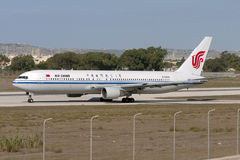 Luqa, Malta 20 de setembro de 2005: Air China 767 Fotos de Stock Royalty Free