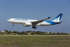 Luqa, Malta - 10 de setembro de 2015: Corsário A330 fotos de stock royalty free