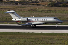 Luqa, Malta - 17 de setembro de 2015: Desafiador de Vistajet Imagens de Stock Royalty Free
