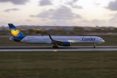 Luqa, Malta - 20 de setembro de 2015: 757 que aceleram Fotos de Stock