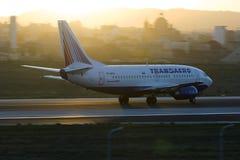 Luqa, Malta - 20 de setembro de 2015: 737 que aceleram Imagens de Stock