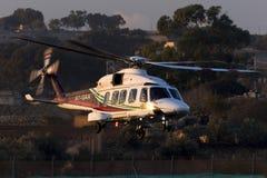 Luqa Malta - 17 December 2015: AW189 som lämnar till oljeplattformen Arkivfoto