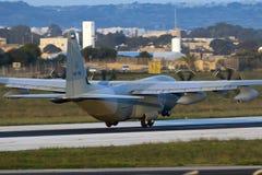 Luqa Malta - 17 December 2015: C-130J i ottaljuset Royaltyfria Foton