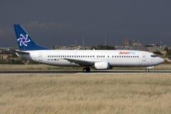 Luqa, Malta, el 26 de abril de 2008: 737-400 llevando en taxi Fotos de archivo