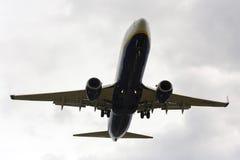 Luqa Malta, el 9 de diciembre de 2014: Ryanair 737 31 de aterrizaje Foto de archivo libre de regalías