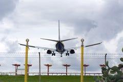Luqa Malta, el 9 de diciembre de 2014: Ryanair 737 31 de aterrizaje Fotografía de archivo libre de regalías