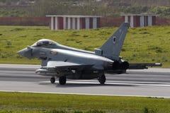 Luqa Malta 5 Februari 2015: Eurofighter Typhoon som förbereder sig för, tar av Royaltyfri Bild