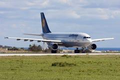 Luqa Malta - 15 Februari 2009: A300 för tar av Royaltyfri Foto