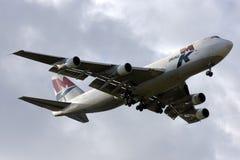 Luqa Malta - 18 Februari 2009: 747 som landar Arkivbilder