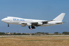 Luqa, Malta - 7 giugno 2005: Atterraggio del Jumbo-jet Immagini Stock