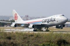 Luqa, Malta 24 giugno 2015: Atterraggio dell'aereo da carico 747 Immagini Stock Libere da Diritti