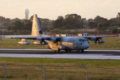 Luqa, Malta - 17 2015 Grudzień: C-130J w wczesnego poranku świetle Zdjęcia Stock