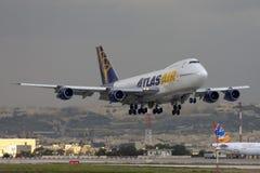 Luqa, Malta, il 20 dicembre 2007: 747 che atterrano Fotografia Stock Libera da Diritti