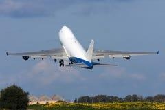 Luqa, Malta, il 9 febbraio 2012: Il Jumbo-jet decolla Immagini Stock