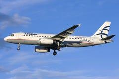 Luqa, Malta am 24. Januar 2009: Landung A320 Lizenzfreie Stockbilder