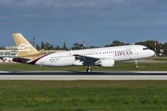 Luqa Malta 6 Januari, 2011: Libysk landningsbana 13 för landning A320 Arkivfoto