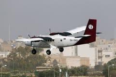 Luqa Malta 31 Januari 2015: Petro Air Twin Otter landning Arkivfoton