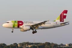 Luqa Malta 8 Juli 2015: KNACKA LÄTT PÅ landning A319 Arkivbild