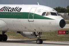 Luqa Malta - 5 Juli 2007: Nära övre för cockpit Royaltyfri Bild
