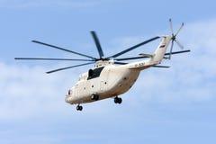 Luqa Malta, 22 Juli 2012: Obetitlad (UTair flyg) landninglandningsbana 31 för Mil Mi-26 Arkivbild