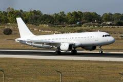 Luqa Malta, 18 Juli 2015: SmatLynx A320 Arkivbilder