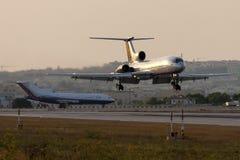 Luqa, Malta - 10. Juli 2008: Tu-154 auf Schlüssen Lizenzfreies Stockfoto