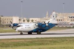 Luqa Malta, 27 Juni 2007: Åka taxi An-12 Arkivbild